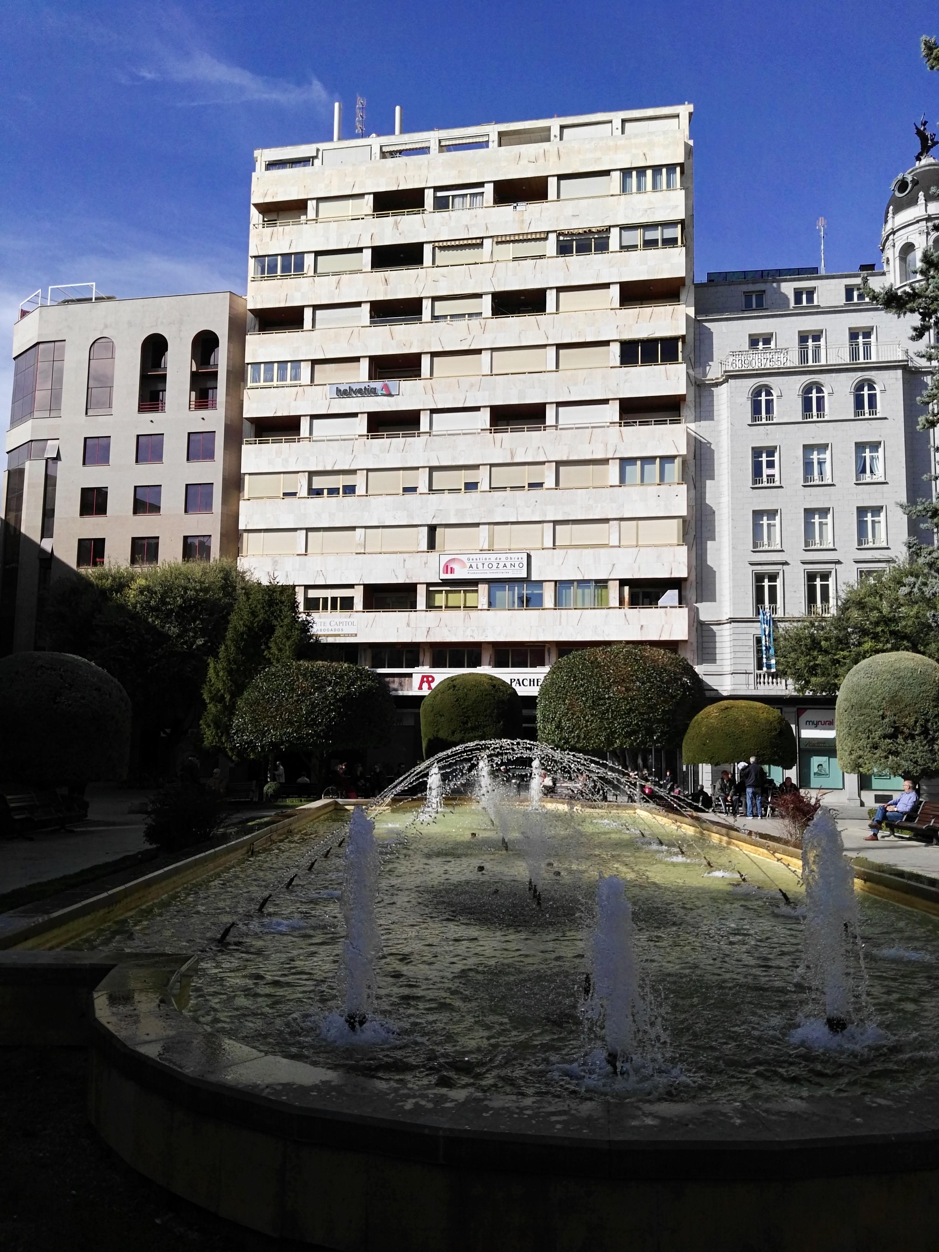 Oficina vivienda plaza del altozano casasok for Oficina correos albacete